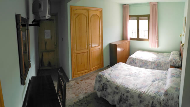 Habitación doble con camas separadas en Casa rural martina