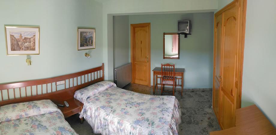Habitación doble con baño privado en Guadalaviar